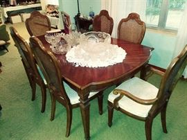 Thomasville Dining Table & 6 Chairs (shown without 2 leaves)
