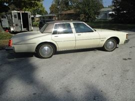 side view 1983 Olds Delta 88