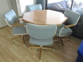 Octagon Dinette Table/4-Chairs  on Casters