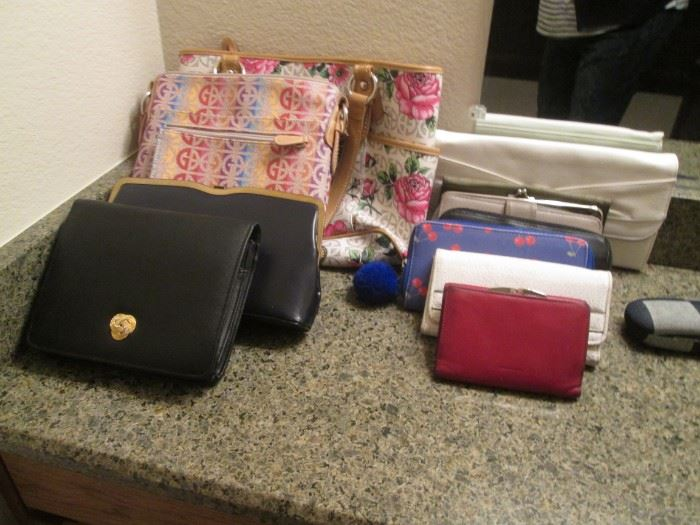 Purses, Totes & Wallets