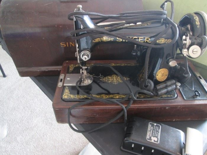 Vintage Singer with Bentwood Case