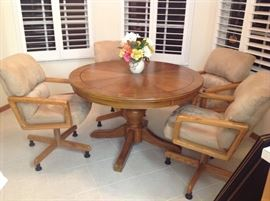 Nice Oak Pedestal Table with 4 chairs
