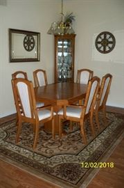 "Arcese Brothers Furniture LTD Dining Table with 6 Arm Chairs and 1 Leaf; Beveled Wall Mirror; 12' 5"" x 7' 11"" Area Rug"