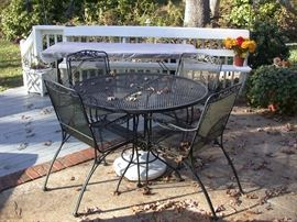 Wrought iron table w/4 chairs