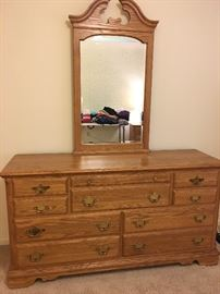 Oak dresser w jewelry drawer