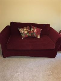 Love seat w slipcover