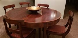 Round Dining Table w/ 1 leaf