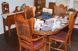 Vintage Dining Room Table with Chairs, 2 leaves