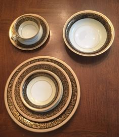 Makasa - Noritake china - Goldlea service for 12 with extras - has never been used still in original boxes