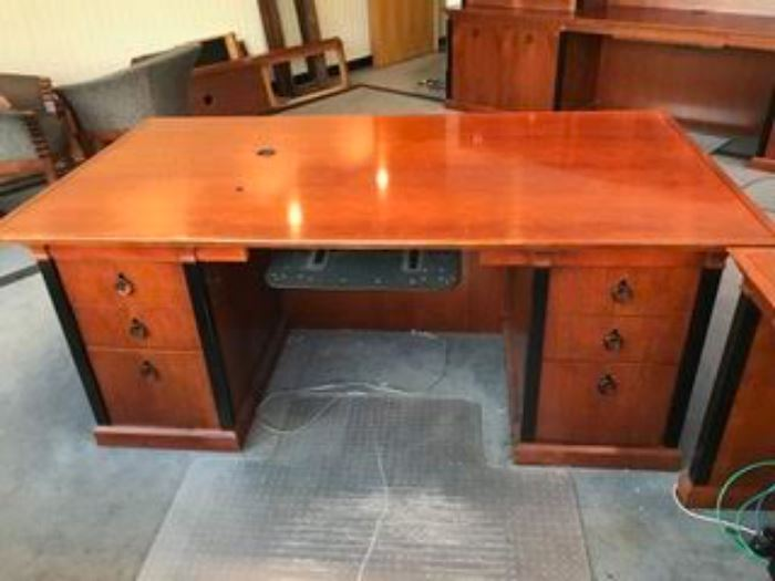KIMBALL INNSBRUCK EXECUTIVE OFFICE FURNITURE-DESKS AND WALL UNIT ARE LOCATED OFF SITE ( CALL TO SCHEDULE APPOINTMENT TO VIEW)