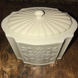 IVORY JAR WITH LID