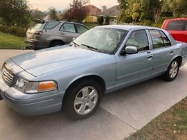 2011 Crown Victoria LX - 4 door with only 70,000 miles! Best offer tales it!