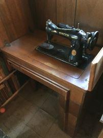 """""""Singer"""" Sewing Machine"""