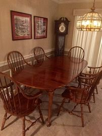 Ethan Allen With two leaves and pads 6 chairs