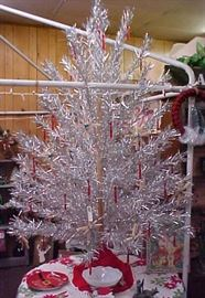 6 FT.ALUMINUM CHRISTMAS TREE WITH BOX