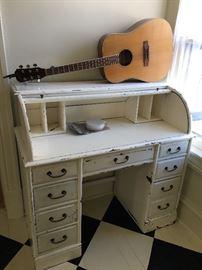 Rolltop Desk, Austin Acoustic Guitar