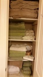 Assorted towels & blankets