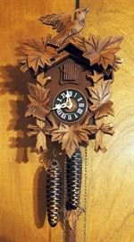 """Vintage Birds And Leaves, 8 Days Traditional German Black Forest Cuckoo Clock 9"""" x 7"""" x 4"""""""