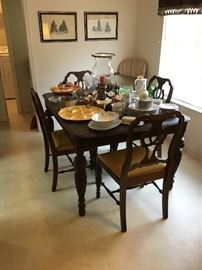 Pineapple craved table and chairs