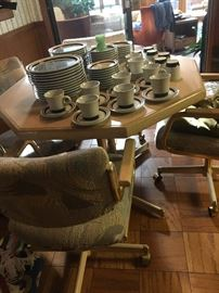 breakfast set table/4 chairs $70