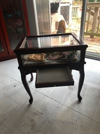 flat glass top display table
