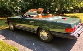 1987 Mercedes Benz 560SL --Great Condition with only 92000 miles. Comes with cover, hardtop and storage rack.