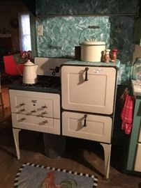Magic Chef vintage stove. Still works great!