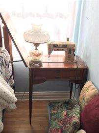 Older Singer sewing machine and cabinet 100.00