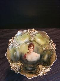 Prussia Lily Mold Portrait Bowl