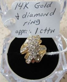 14K Gold & Diamond Ring - Approx. 1 cttw