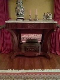 Ca. 1840 Pier Table in mahogany with shaped marble top.