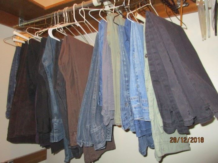 LADIES JEANS (MOSTLY SIZE 14)