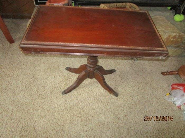 ANTIQUE PEDESTAL ACCENT TABLE