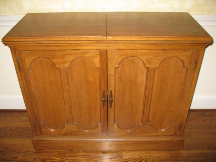 Davis Cabinet sideboard closed