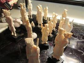 Bone ? figurines