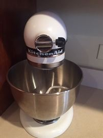 Nice KitchenAid mixer