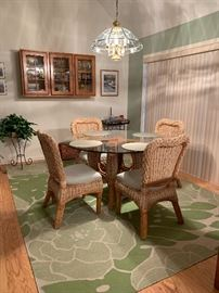 Beautiful Dining Room Kitchen Table and Chairs