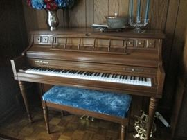 KIMBALL SPINET PIANO