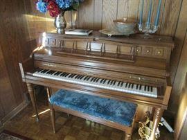 Kimball spinet piano