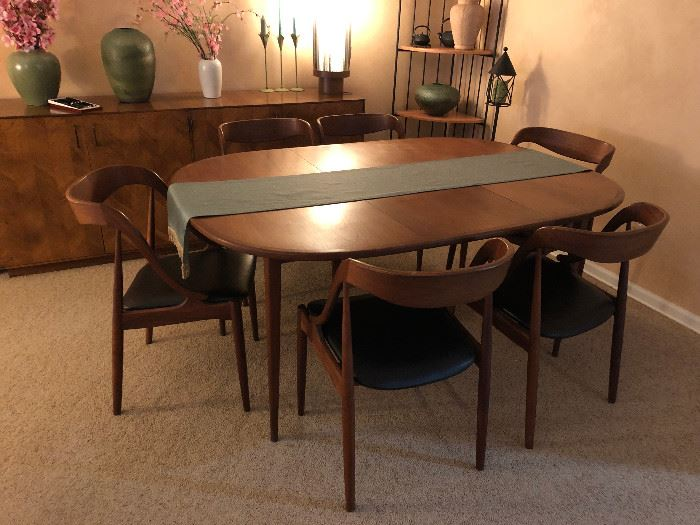 Mid Century Johannes Andersen, manufactured by Richbilt Manufacturing company Dining Room Table with 6 chairs, table extensions and table pads