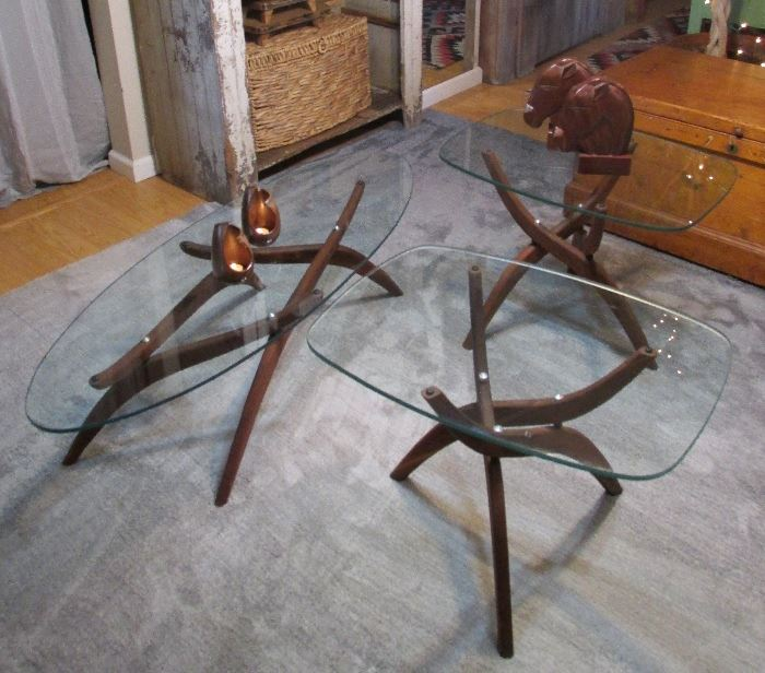 Mid Century Modern Forest Wilson Designed Folding Walnut Wood Spider Leg Coffee Table & End Tables, thick Glass Tops, Mid Century teak carved horse head book ends, pair of MCM Frankoma pottery votive candle holders