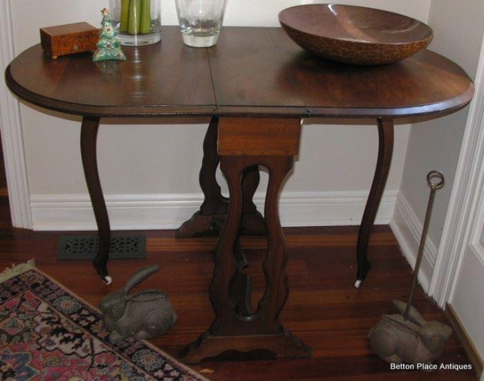 Beautiful Walnut Antique Gateleg Table,
