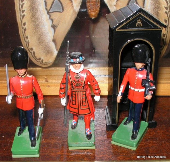 Miniature Metal Soldiers Beefeaters made by Britains England