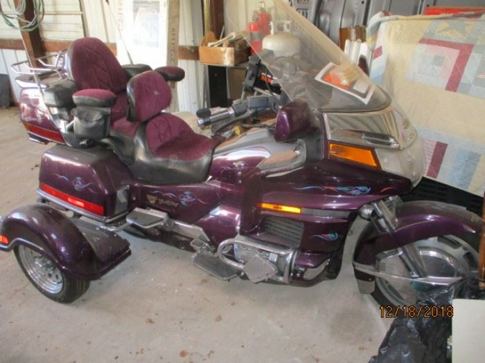Honda Gold Wing 1500cc with trailer package has reserve