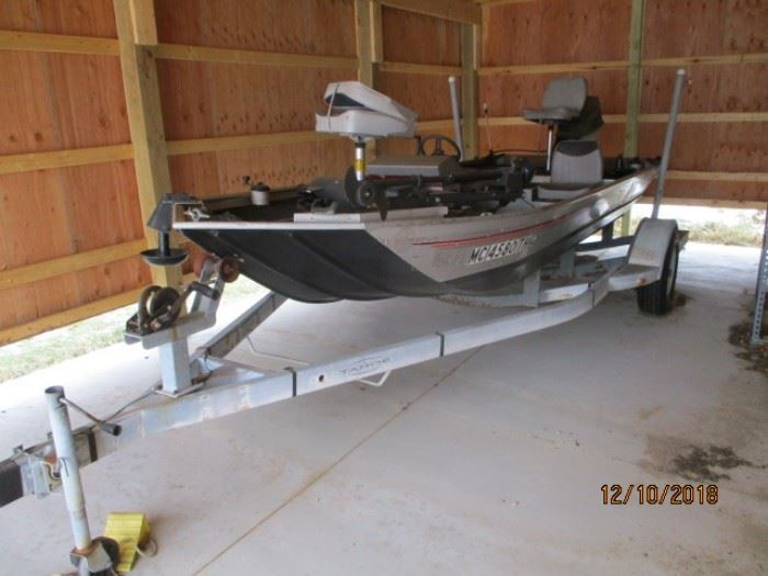 BASS BOAT with reserve