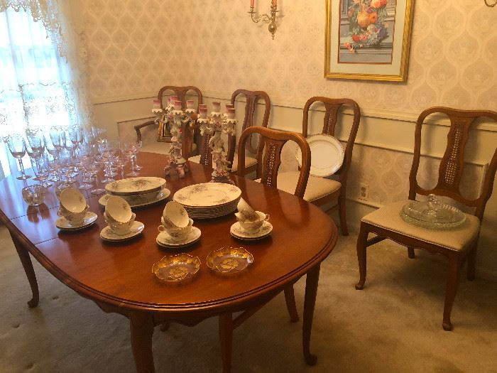 Cherry Dining Room Table w. Drake Feet