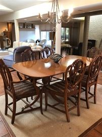 Traditional dining room set with 8 chairs - perfect shape