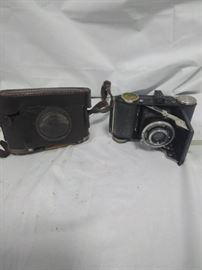 Balda antique camera with case      https://ctbids.com/#!/description/share/84410