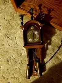 Very unique clock with cherub figurines