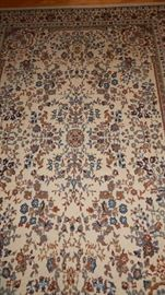 AREA RUG THAT IS 5X7
